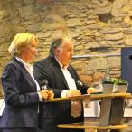 Landtagsabgeordnete Martina Fehlner mit Prof. Peter Weibel beim Unterfränkischen Kultur- und Medienempfang im Hofgarten-Kabarett in Aschaffenbur